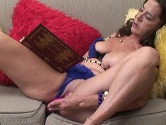Wicked mature whore getting herself sopping