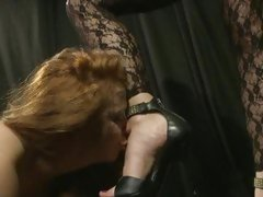 Sex-mad Katy Borman has Alice Queen engulf her toes