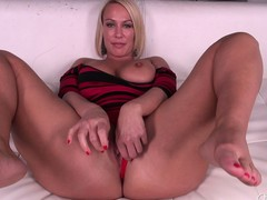Domineer marvelous priceless MILF Mellanie Monroe doesn't even torture getting barren previous to that babe masturbates