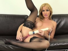 Hawt bazaar cutie, Angela Sommers goes anent city in this solo performance