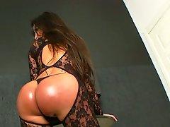 Latin lady-boy Karen Rodrigues jerking